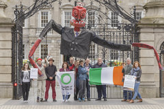 Mr Frackhead outside Dail 2017-14