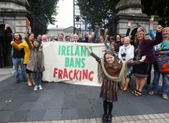 2258-ireland-bans-fracking_90516309-390x285 - Ireland bans fracking (credit:journal.ie)
