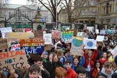 Student Strike Dublin 2019-0315.JPG - Over 10,000 students packed the length of Molesworth Street from the Dáil to Dawson street on 15 March 2019